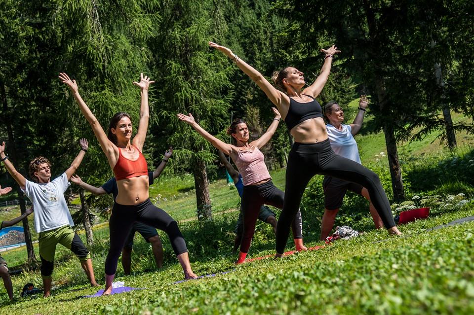 Vinyasa and Hatha yoga to energize